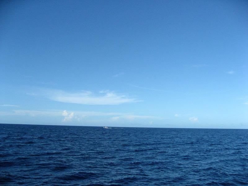 大海原 果たしてこの貫けるような空の色はどこから来るのか。東京の白い空はなんなん...  早仕掛